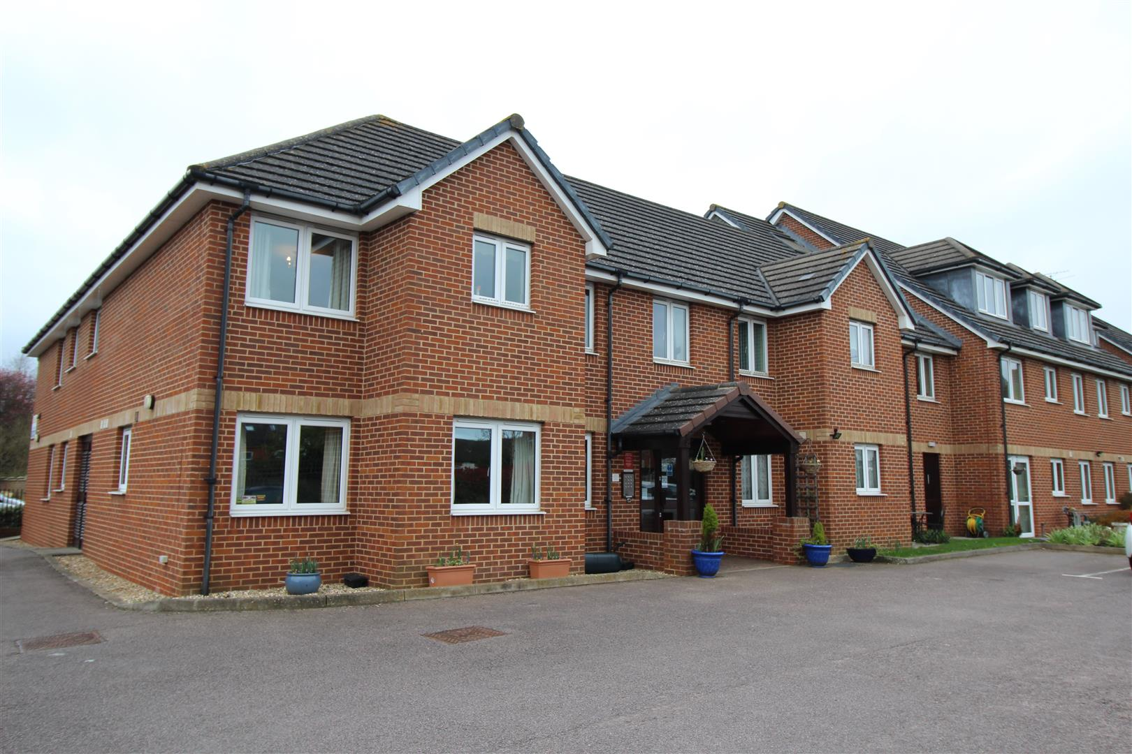 GREAT LOCATION WITHIN WALKING DISTANCE OF THE TOWN <br/><br/>WONDERFULLY RUN RETIREMENT APARTMENT that is only a short walk away from the Bletchley Town Center.<br/><br/>The property comprises entrance hall. lounge/diner, kitchen, bedroom with a built in
